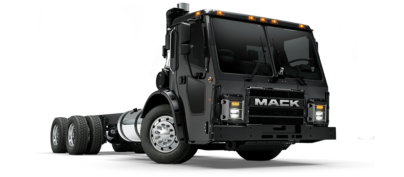 Mack Trucks LR pass quarter