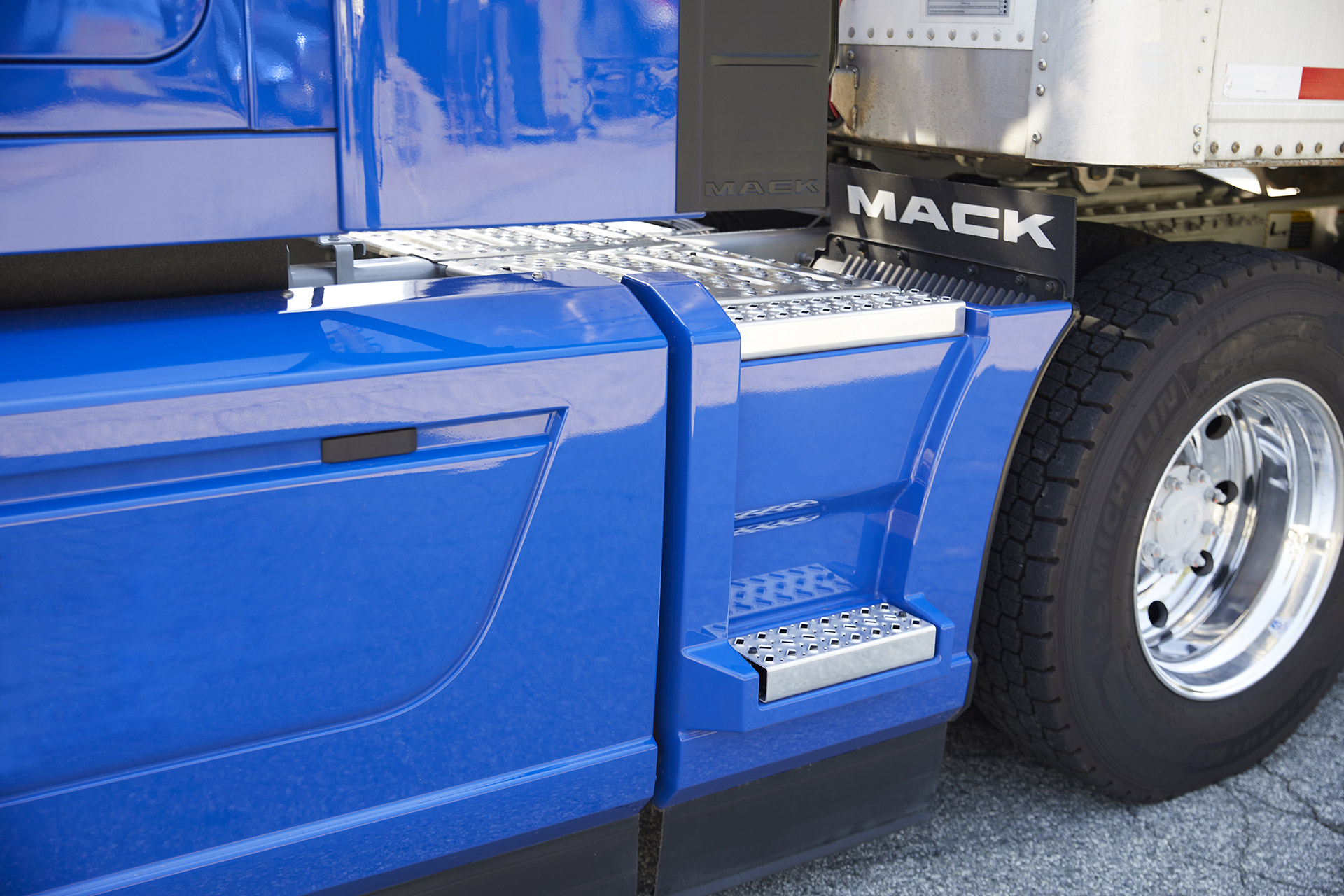 191007---mack-anthem-extended-chassis-fairings-2