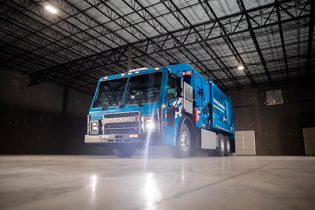 Mack Delivers LR Electric Model to Republic Services to Begin Real-World Trials